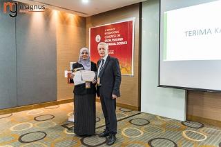 Nazrizawati Ahmad Tajuddin Felicitated by Stanislaw Dzwigaj